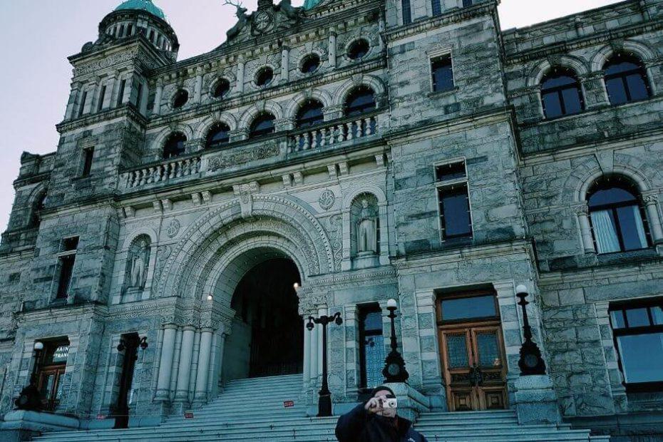 Wycieczka do Victorii schody do Parlamentu