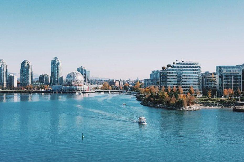 Jak w Kanadzie wydajemy oszczedzamy kupujemy Blog Kanada sie nada o polskiej rodzinie w Vancouver i emigracji do Kanady widok na zatoke False Creek w Vancouver