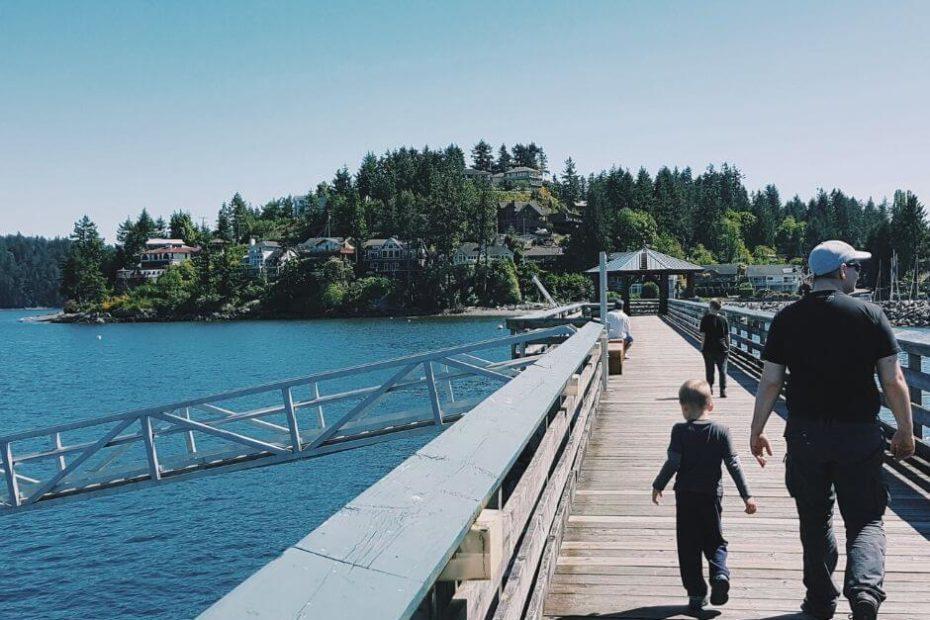 oradnik poczatki zycia w Kanadzie Blog Kanada sie nada o polskiej rodzinie w Vancouver i emigracji do Kanady chlopiec i dorosly na molo na Vancouver Island